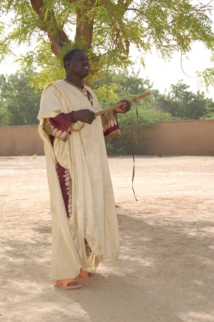 A Hausa Griot performs at Diffa