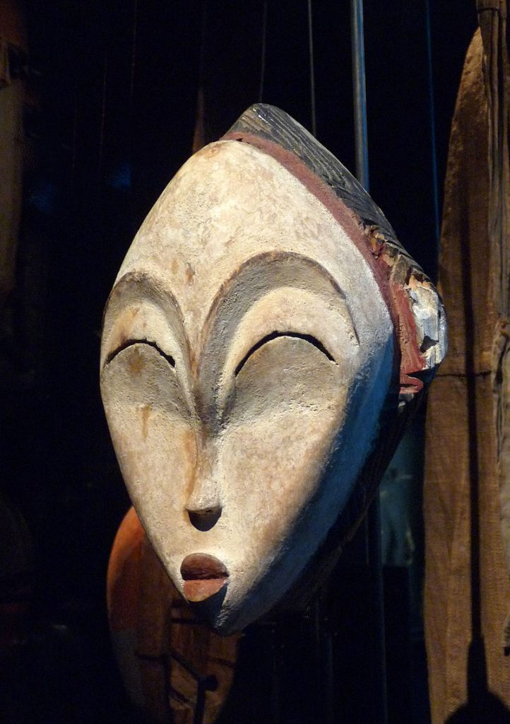 Mask; wood coloured with kaolin
