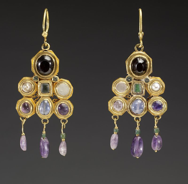 Byzantine pair of earrings, c. 600 AD